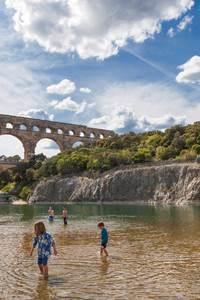 Baignade aux pieds du Pont du Gard