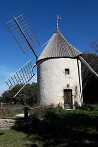 Balade insolite à la découverte du gouffre des Espélugues et moulin à vent