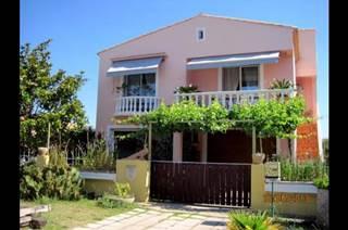 Studio (30m²) au rez de chaussée de la maison des propriétaires sur Aigues-Mortes