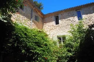 Les cailloux dorés-Chambre prestige 1 dans un mas restauré en Piémont Cévenol