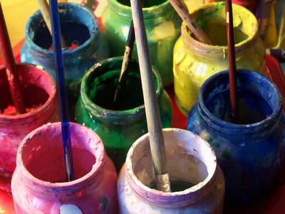 technique de peinture à la colle pour meubles ou toiles