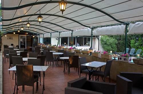 2012 Les Cèdres Terrasse ©