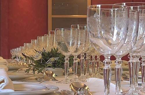 Hôtel LE RICHE Table ©