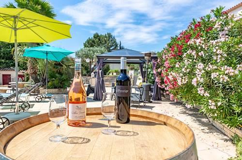Dégustation-de-vin-produits-locaux-Casa-Dina-Sommières ©