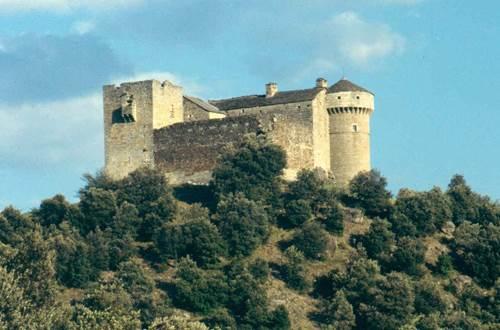 Château de Auras et Hameau de Cheylard ©