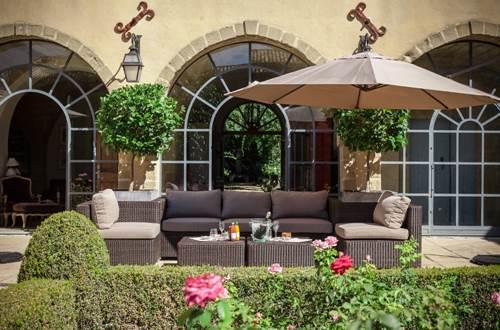 Domaine de Fos - terrasse avece salon de jardin © Domaine de Fos
