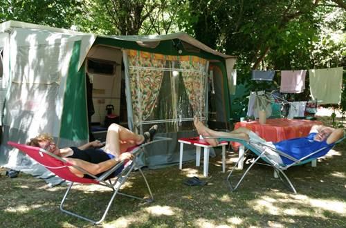 Campeurs au Camping des Sources ©