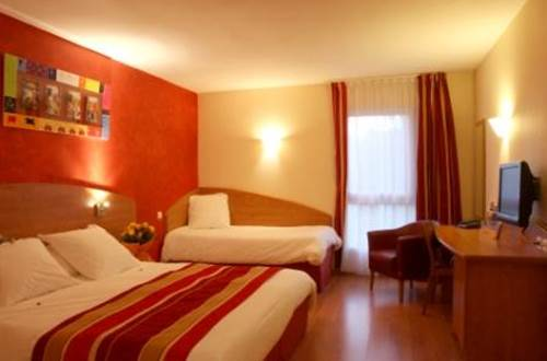 KYRIAD NIMES OUEST Chambre ROUGE ©