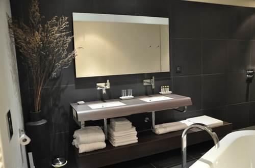 MONTE ARENA - salle de bains suite des plumes © JULIA Martine