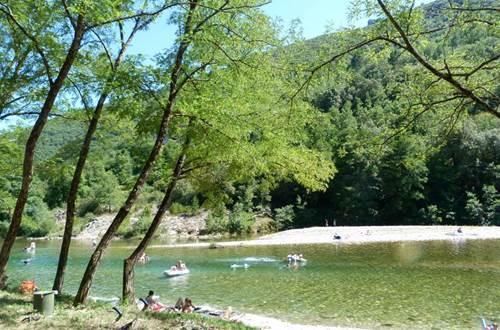 La rivière au Camping LES PLANS  ©