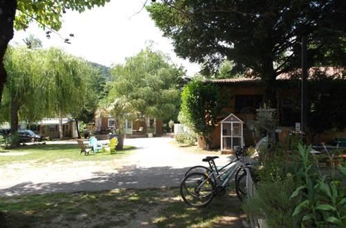 Camping Les Esparnettes GENOLHAC ©