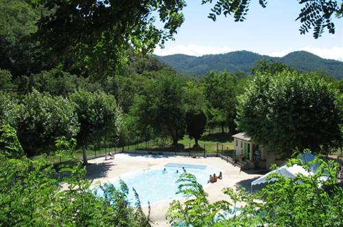 aire-naturelle-camping-clos-abbaye-cendras-piscine ©
