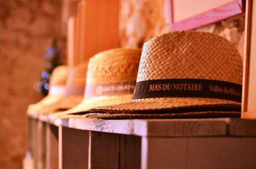 Mas du notaire - chapeau ©