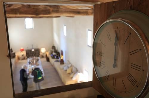 MAS DU LAC - CHAMBRE A SOIE horloge © MONET DE FONTANES Martine