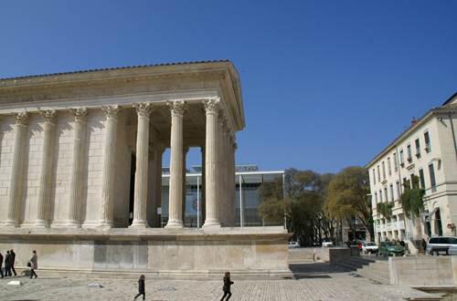 Nîmes - Maison Carrée ©