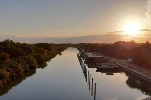 Coucher du soleil sur le canal ©